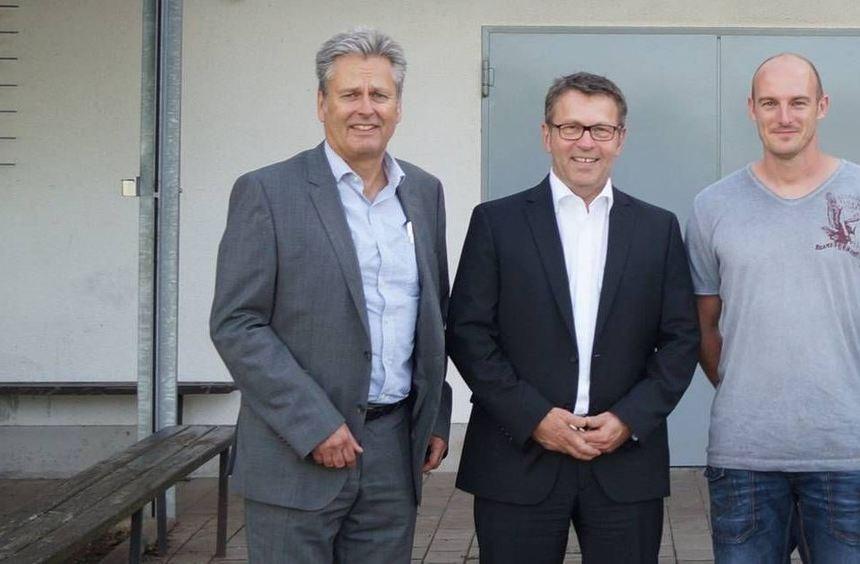Die neuen Organisatoren des Kerwelaufs (v.l.): Bernd Ehret (Vorsitzender SGH), Udo Lange (Volksbank ...