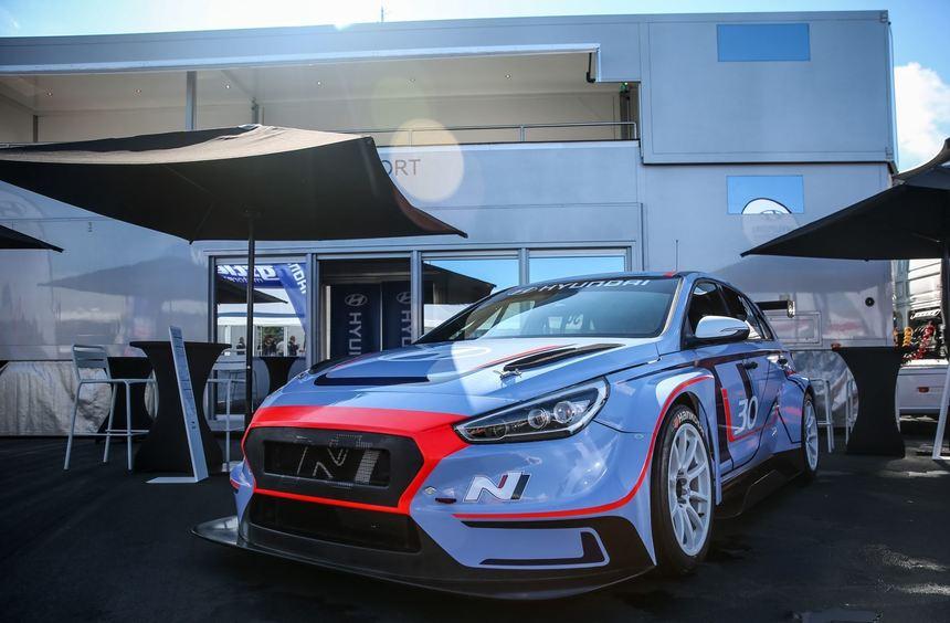 mid Groß-Gerau - Nach der Generalprobe auf dem Nürburgring feiert der Hyundai i30 N TCR auf der IAA ...