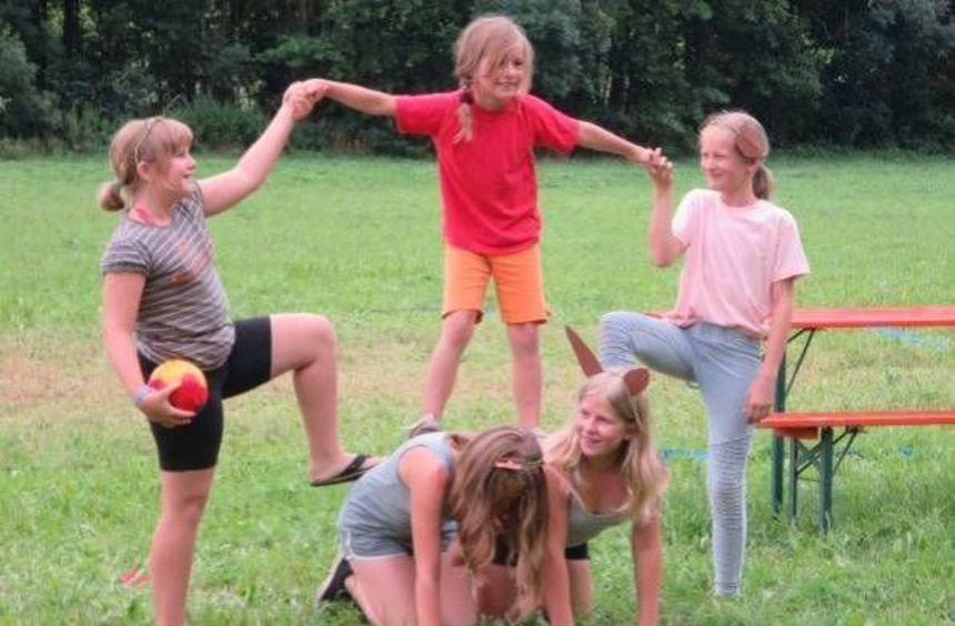 Die Kinder verbrachten die Zeit im Zeltlager mit Spielen und einer Olympiade unter dem Thema ...