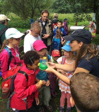 Viel über das Leben im Bach und auf den Feuchtwiesen in Frammersbach erfuhren die jungen Teilnehmer ...