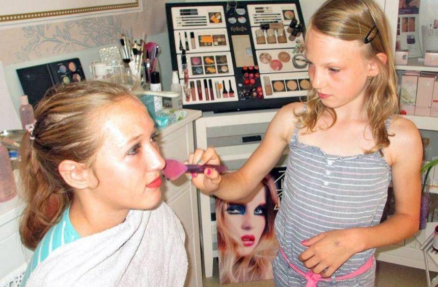 Viel Spaß hatten die jungen Damen beim Stylen, Frisieren und Schminken unter der Anleitung von ...