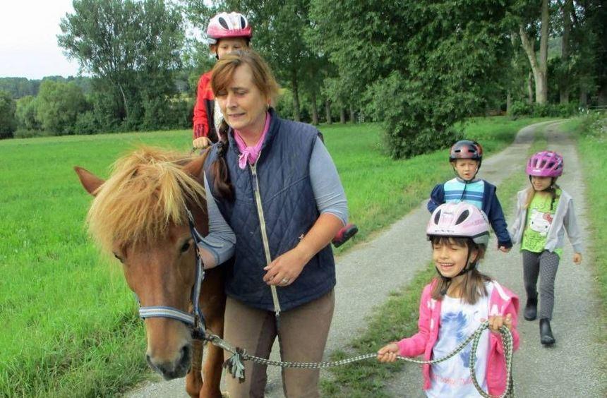 """Zum Abschluss der Projektwochen """"Pferde"""" stand der Besuch beim Heilpädagogischen Reiten bei Judith ..."""