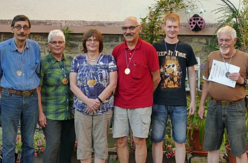 Erfolgreiche Schützen (von links): Jürgen Schulze, Margareta Geiger, Gisela Kraus, Ludwig Kraus, ...