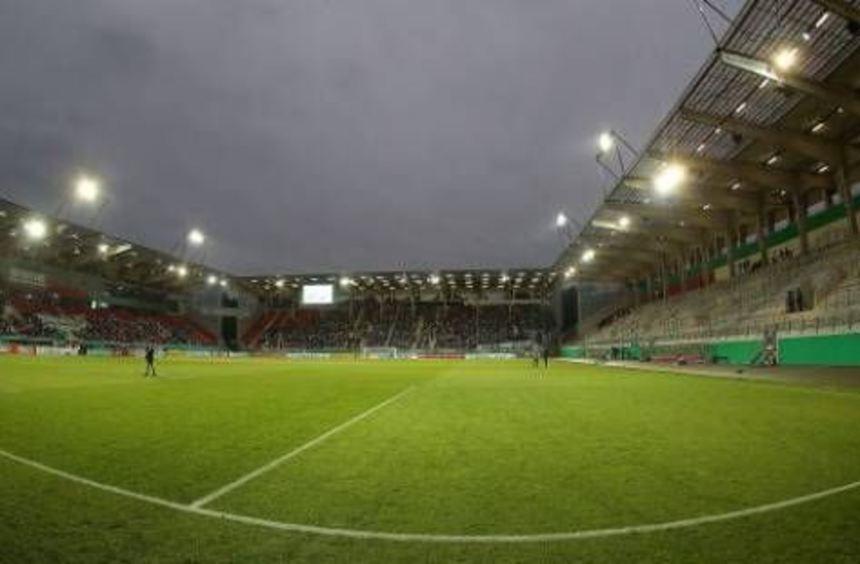 Das Stadion in Offenbach war mit 8090 Zuschauern nur spärlich gefüllt.
