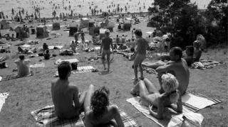 Nackt sonnen nudisten Boayan Island