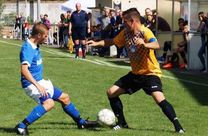 Roman Ratter (rechts) gegen Thomas Scheuermann - am Ende gewann Wertheims Kapitän mit seinen Jungs ...