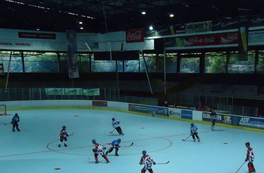 Seit 2006 wird im ehemaligen Eisstadion am Friedrichspark Inlinehockey gespielt. Viele ...