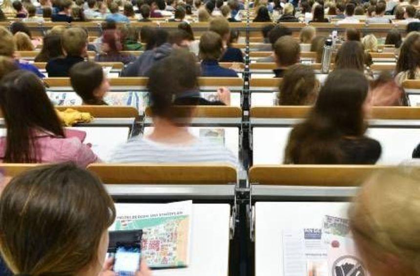 Studenten in einem Hörsaal der Universität Heidelberg.