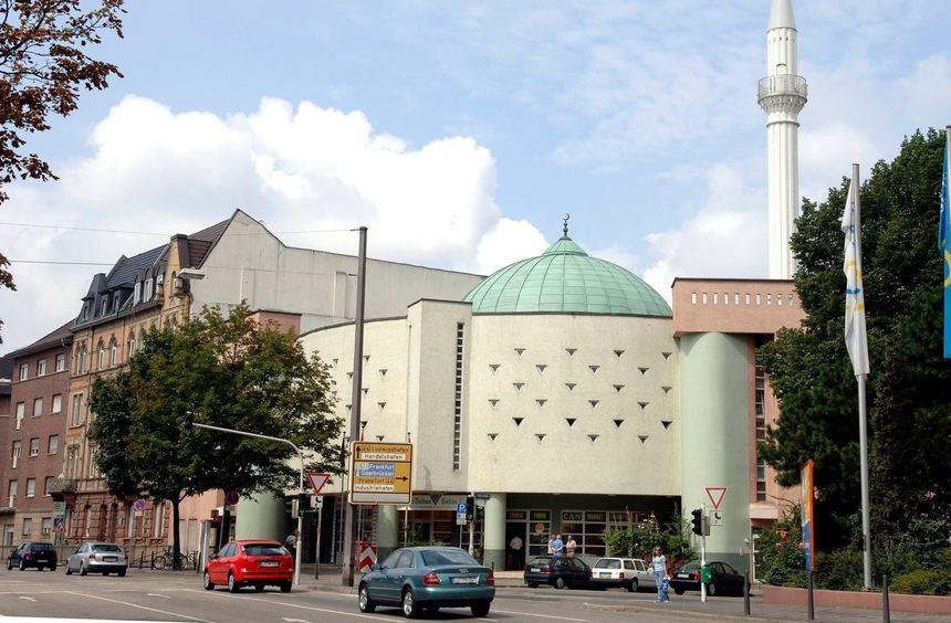 """Gilt vielen in Mannheim als """"Vorzeige-Objekt"""": Die Yavuz Sultan Selim Moschee am Luisenring im ..."""