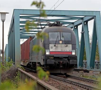 Auf der Riedbahn soll ein zweites Gleis gebaut werden.