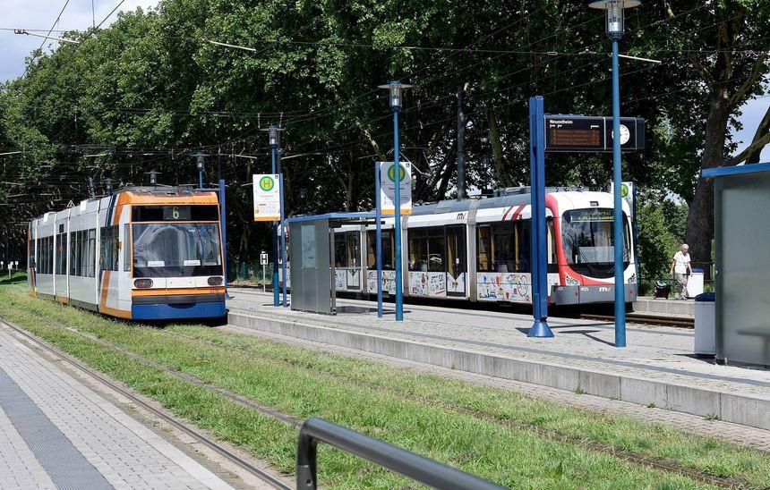 Die Linie 6 der Stadtbahn fährt nur in unregelmäßigen Abständen zwischen Neuostheim und ...