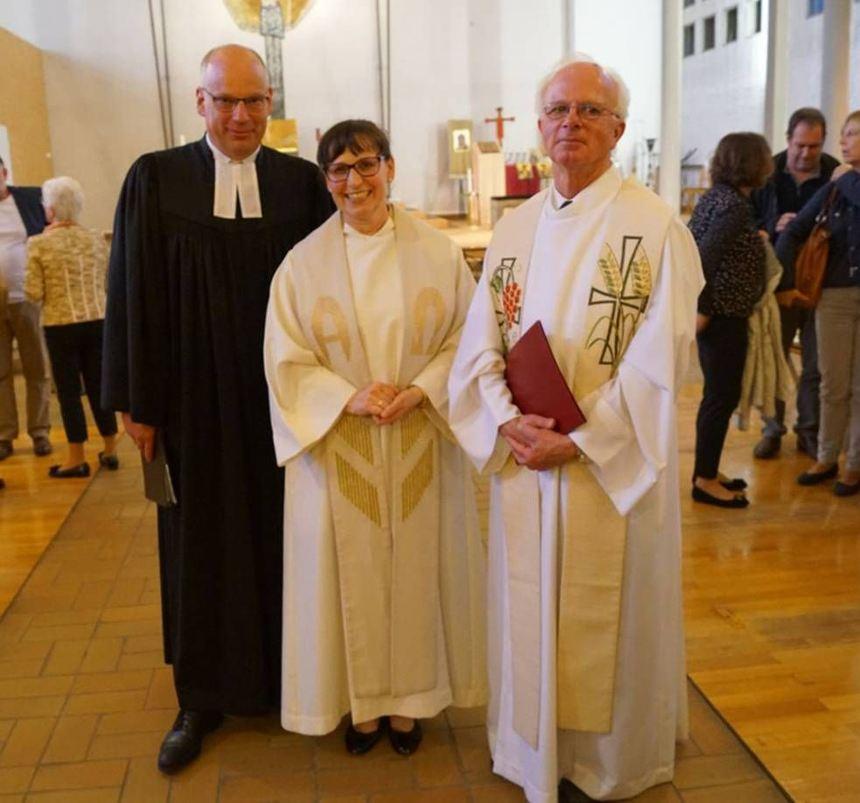 Beim ökumenischen Abschied (v.l.): Dekan Ralph Hartmann und Pfarrerin Martina Egenlauf-Linner mit ...