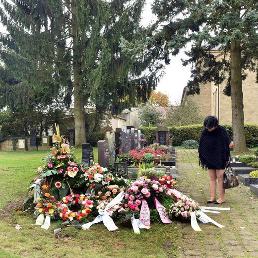 ...auf dem Grab der großen Sängerin aus Mannheim.