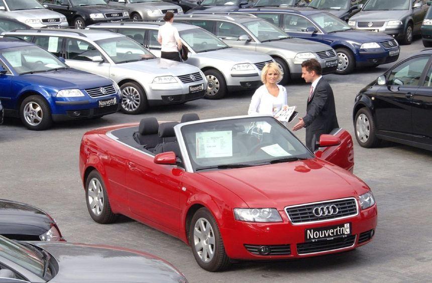 Die Deutschen üben sich in Kaufzurückhaltung und Einsparungen rund um das Auto