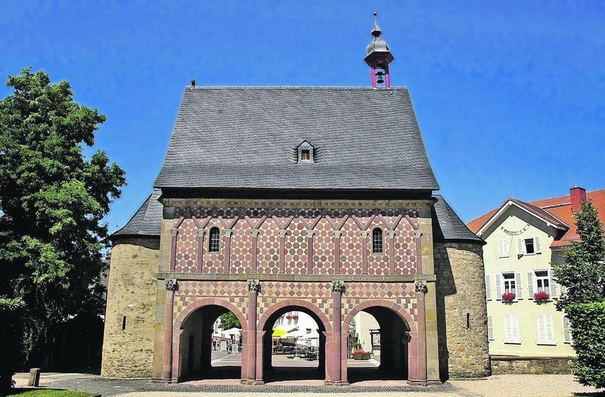 Im Mittelalter galt das Kloster Lorsch als eine der prachtvollsten und größten Anlagen in ...