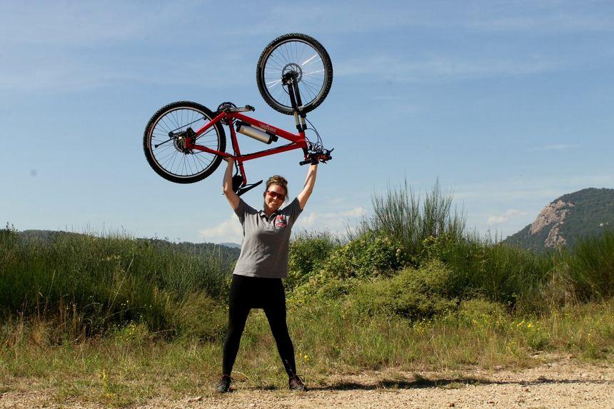 Gut zu erkennen: Der Vorteil der Fahrräder mit Senglar-Motor, das geringe Gewicht. © Senglar/Kotulla