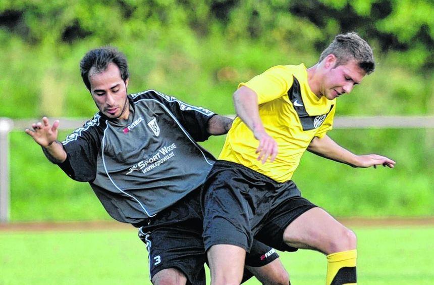 Das Hinspiel (unser Bild) gewann die LSV um Muhamet Ketencimen (links) klar mit 2:0.
