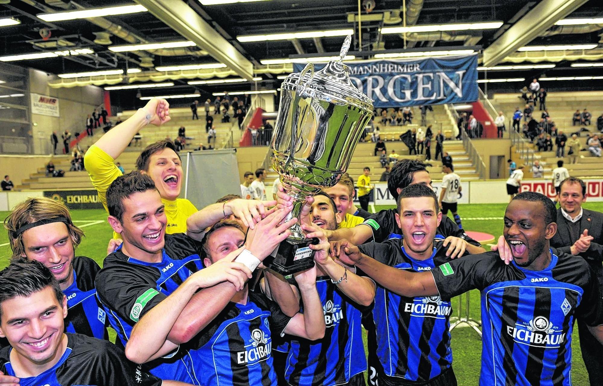 Erst gezittert, dann gejubelt: Die Regionalliga-Mannschaft des SVW holte den Turniersieg beim MorgenMasters.
