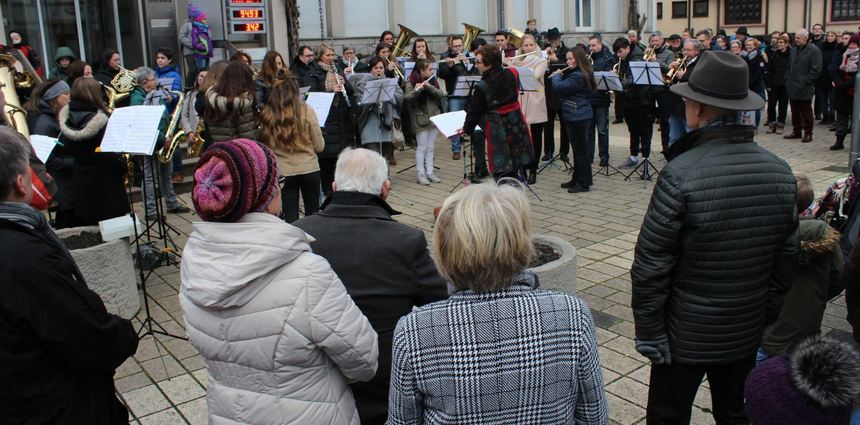 Tannenbaum Singen.Weihnachtskonzert Vor Dem Rathaus Bruhrainer Zeitung Mannheimer
