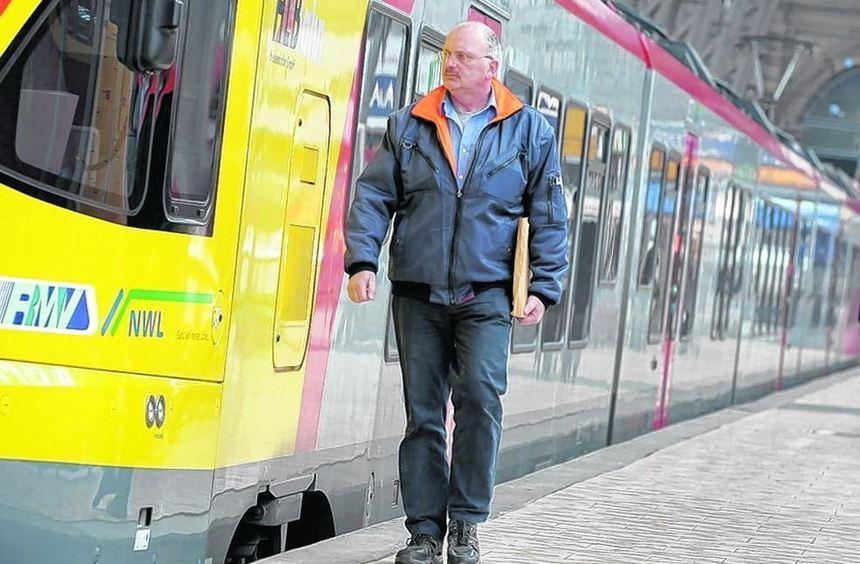 Die Gehälter der Lokführer bei den Privatbahnen steigen in drei Stufen.