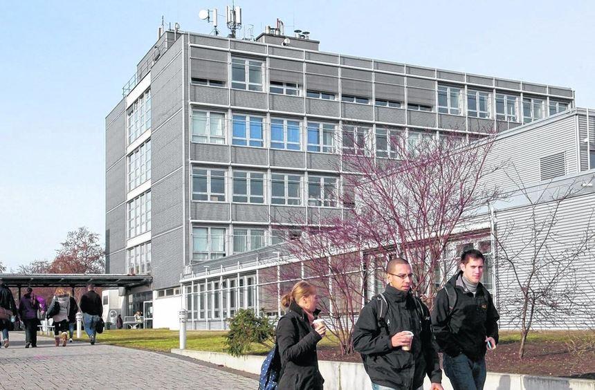Attraktive Hochschule mit proppevollen Seminarräumen und Mensa. Ein FH-Aushängeschild ist das ...
