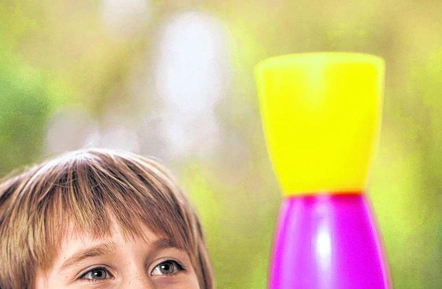 Aus Plastikbechern können tolle Spielgeräte werden, wenn man mit ihnen balanciert oder Bälle damit ...
