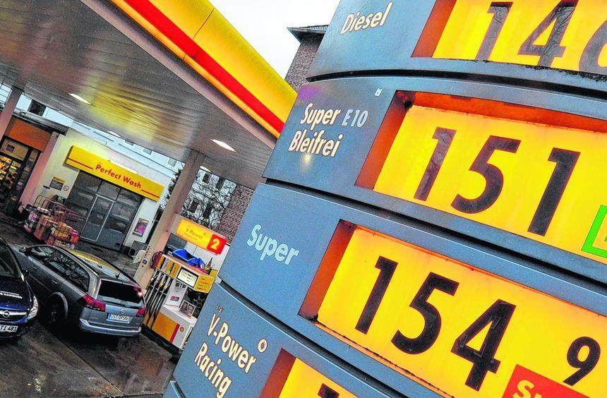 Auch gestern mussten die Autofahrer für Kraftstoff wieder tief in die Tasche greifen - an den ...