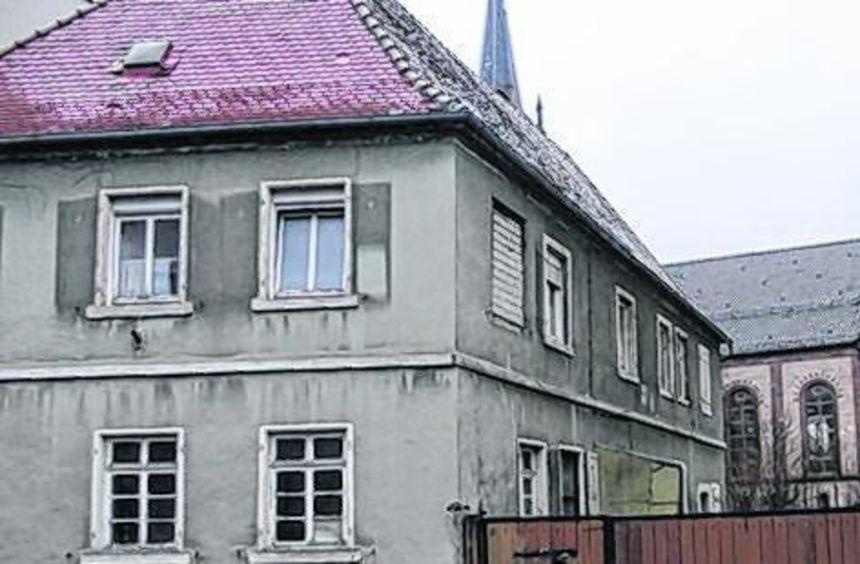 Das Grundstück Oberdorfstraße (l.) gehört der politischen, die Kindergärten (Bild r.: Beindstraße) ...