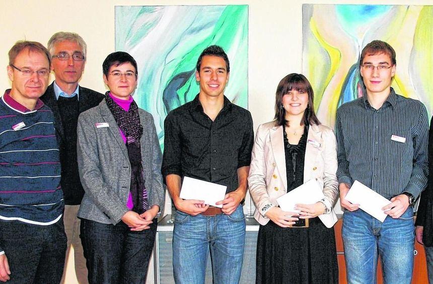 Beim Landratsamt Main-Tauber-Kreis wurden drei junge Mitarbeiter für besondere, überregional ...