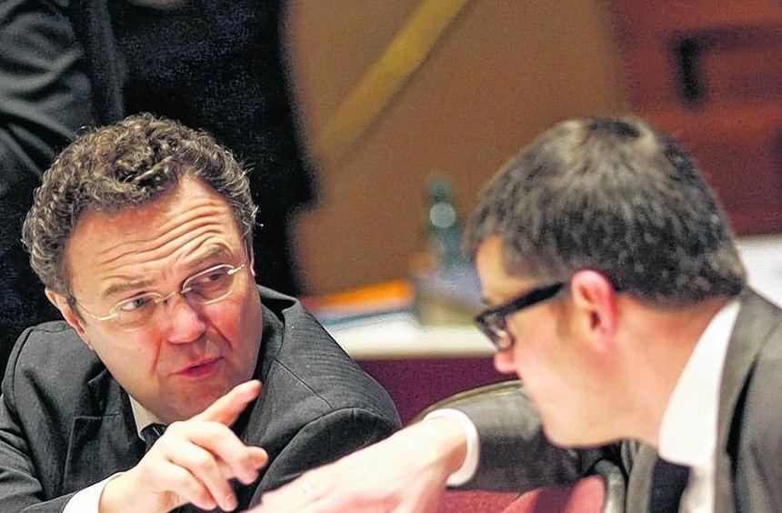 Sorgfalt soll vor Schnelligkeit gehen: Bundesinnenminister Hans-Peter Friedrich (li.) mit seinem ...