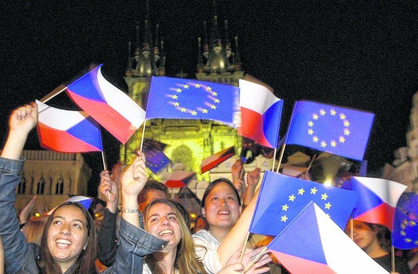 Ob diesen jungen Tschechen nach sieben Jahren in der EU angesichts der Verfassung Europas immer ...