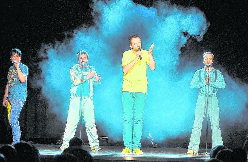 """Bühnenoutfit in Gelb und Blau: """"Die Füenf"""" unterhielten am Samstag im Kleinkunst-Programm von Forum ..."""