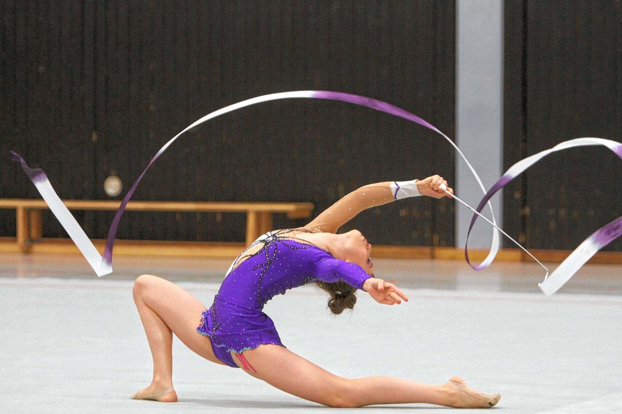 Rhythmische Sportgymnastik Band übungen