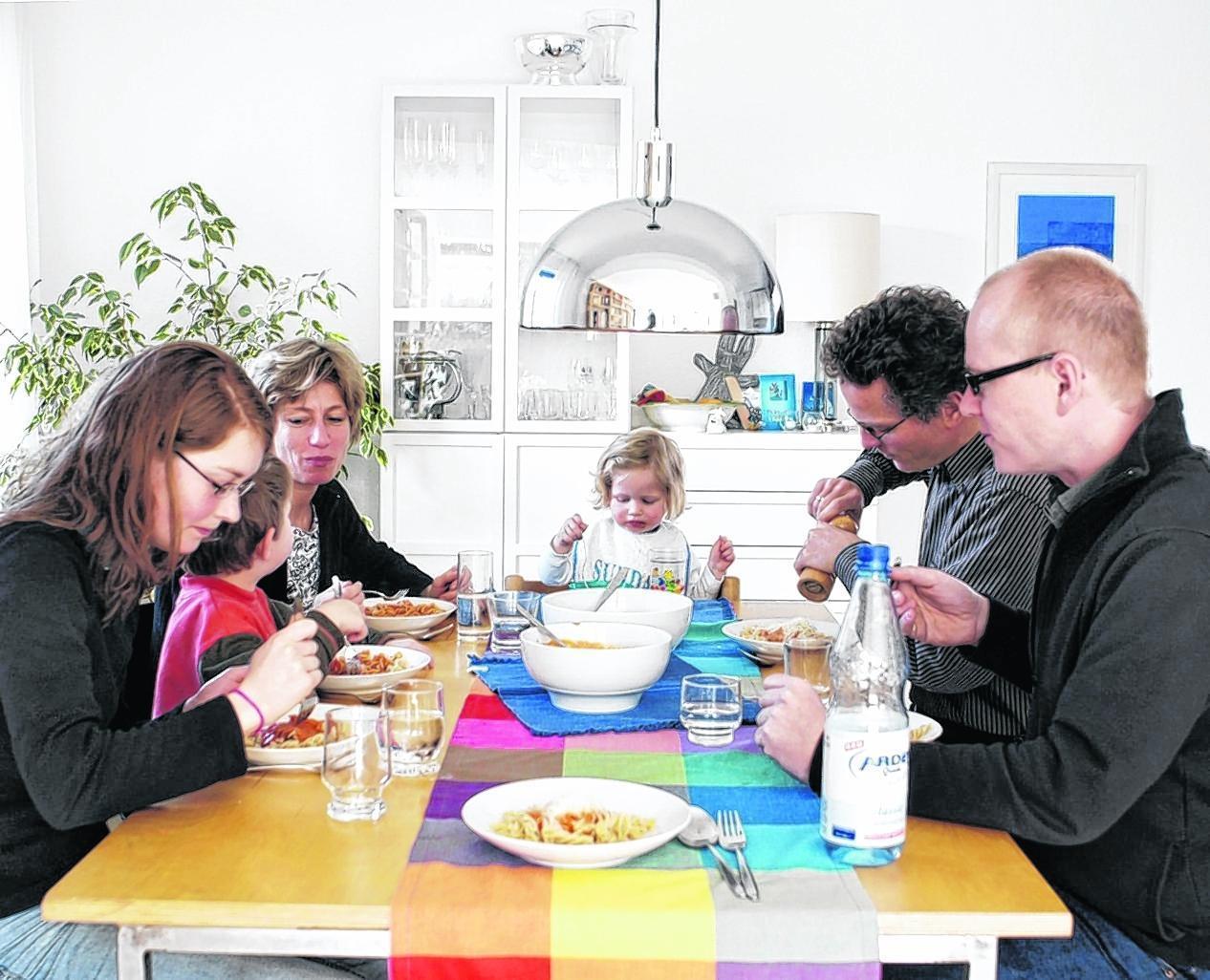 Nach Trennungen bilden sich oftmals neue Familien. Was nach außen harmonisch wirkt, erfordert in der Regel eine harte Beziehungsarbeit.