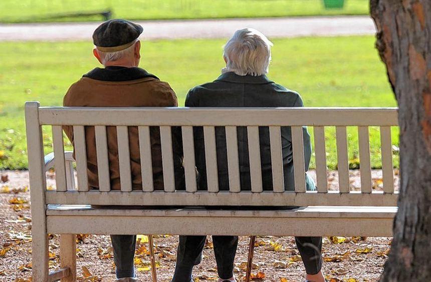 Für bedürftige Senioren zahlt die Stadt 7,4 Millionen Euro, weil die Zuwendungen des Bundes nicht ...