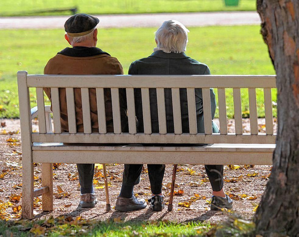 Für bedürftige Senioren zahlt die Stadt 7,4 Millionen Euro, weil die Zuwendungen des Bundes nicht kostendeckend sind. Dies soll sich künftig ändern.