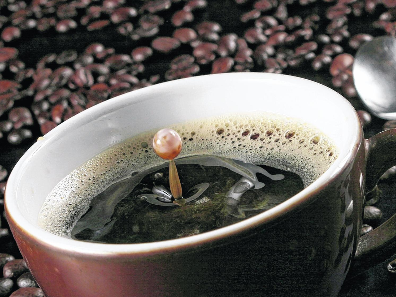 Kaffee galt lange Zeit als ungesundes Genussmittel. Doch Studien aus aller Welt zeigen: Die Vorteile des Heißgetränks überwiegen – zumindest, wenn es in Maßen getrunken wird.