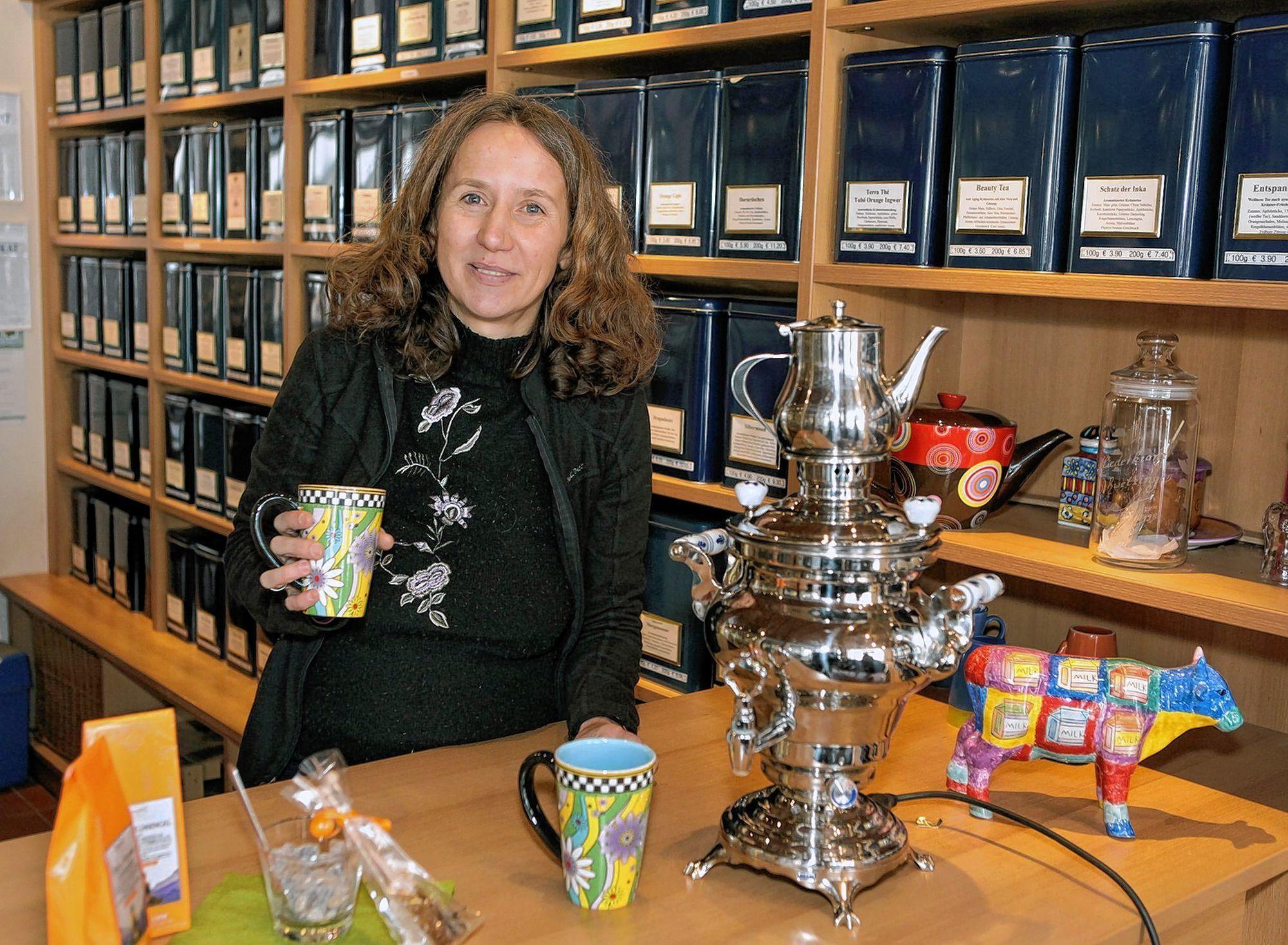 Amra Fejzic-Kreitz führt in Schwetzingen einen Teeladen (o.). Unten: In der zauber-haften Bergwelt ihrer Heimat Bosnien.
