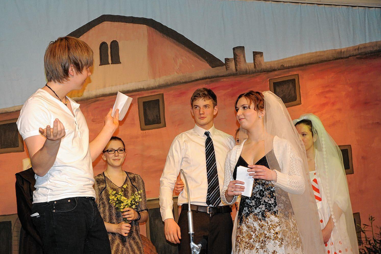 Bei ihrer Darstellung setzten die Jugendlichen von St. Pius perfekt die von ihnen zu spielenden komplexen Charaktere um – zur Freude der Zuschauer im Gemeindehaus.