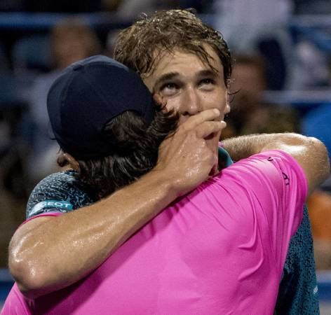 Emotionen pur: Micha Zverev (links) mit seinem Bruder Alexander.