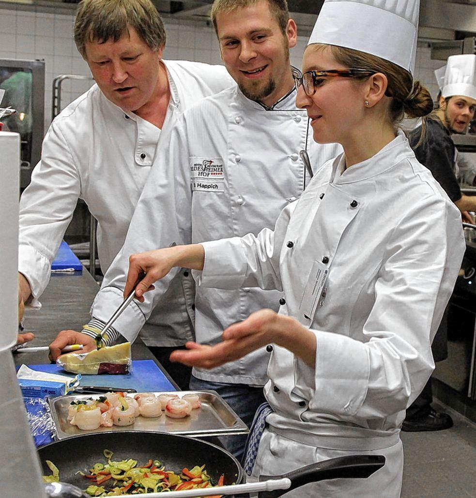Junge Köche und Kellner zeigen Können in der Küche - Ludwigshafen ...