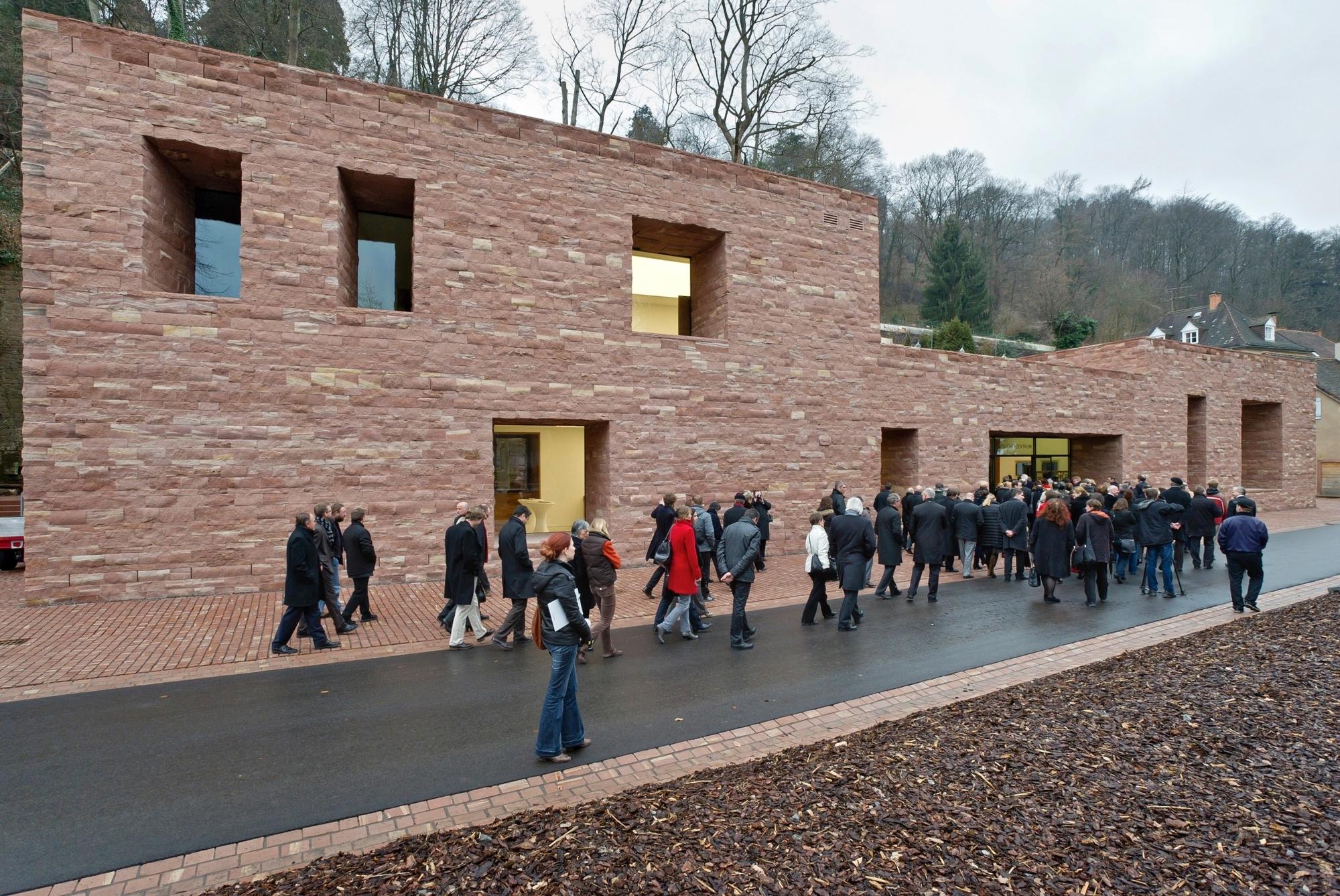 Nun hat das Heidelberger Schloss ein neues Besucherzentrum: Der Bau von Architekt Max Dudler aus Berlin wurde jetzt eröffnet.  Bild: Philipp Rothe, 23.02.2012