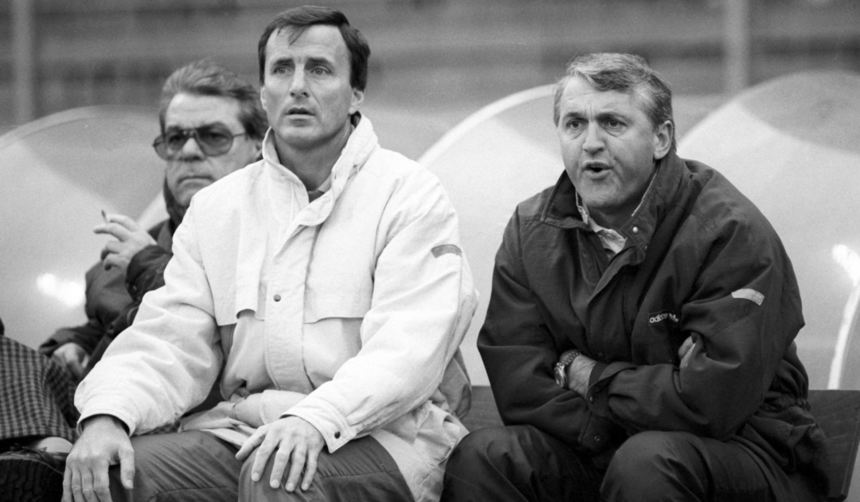 Bundesliga-Saison 1988/89: Waldhof-Trainer Felix Latzke (v.r.), Co-Trainer Günter Sebert, ...