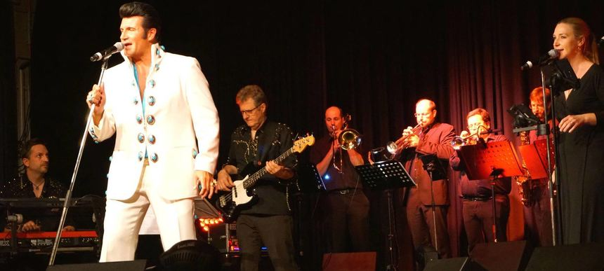 Nah dran am Original: Elvis-Presley-Imitator Steven Pitman mit der Celebrations Band.