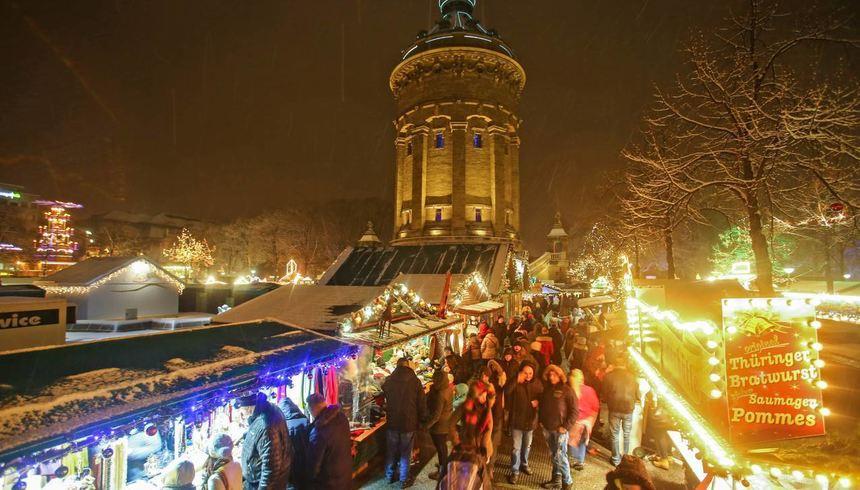 Weihnachtsmarkt Morgen.Winterromantik Am Wasserturm Mannheimer Morgen