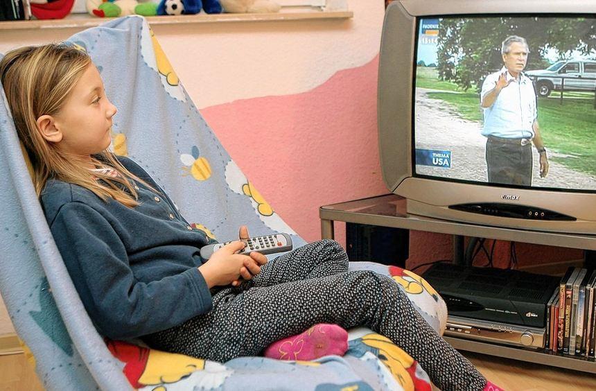 Wenn Kinder allein im Fernsehen Nachrichtensendungen sehen, können sie von den Bildern leicht ...