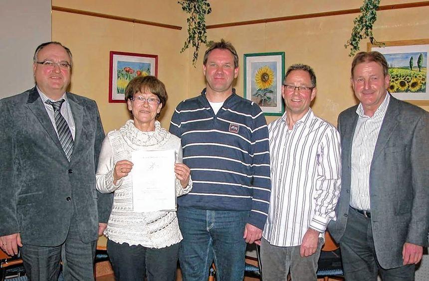 In der Jahreshauptversammlung des Tennisklubs Höpfingen ehrte Vorsitzender Wolfgang Nohe Marga ...