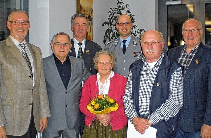 Bei der Kameradschaft ERH Walldürn gab es Ehrungen. Das Bild zeigt von links: Hauptmann a.D. ...