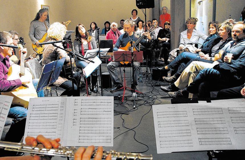 Flöten-, Gitarren- und Bläsergruppen sowie weitere Ensembles zeigten bei ihrem ersten gemeinsamen ...
