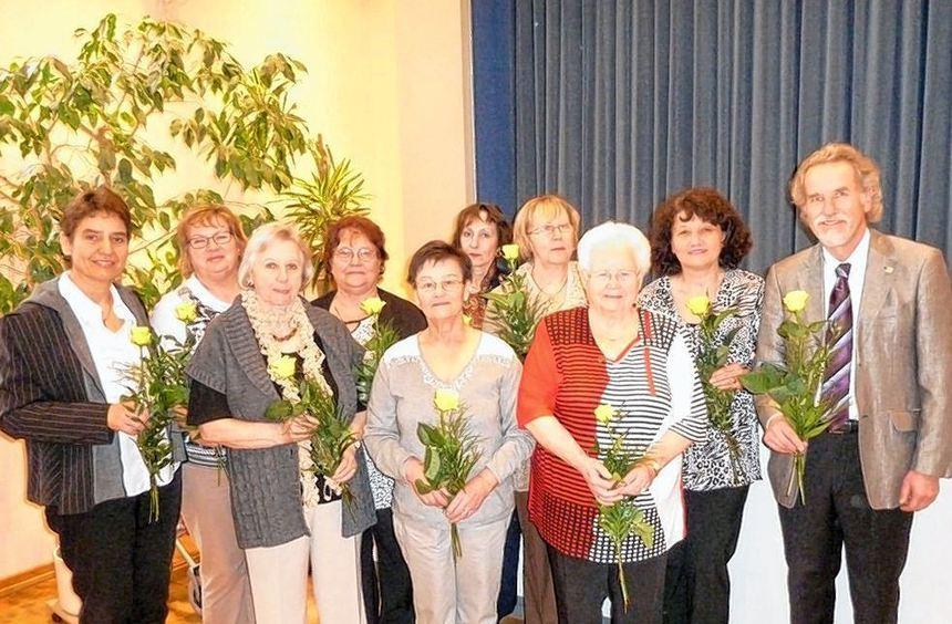 """Ein Dankeschön für die Mitarbeiter der Gruppe """"Du bist nicht allein!"""" mit Pfarrerin Sabine ..."""
